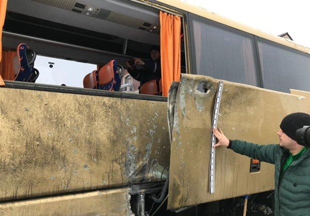 На Донбассе террористы обстреляли автобус с мирными жителями: есть жертва