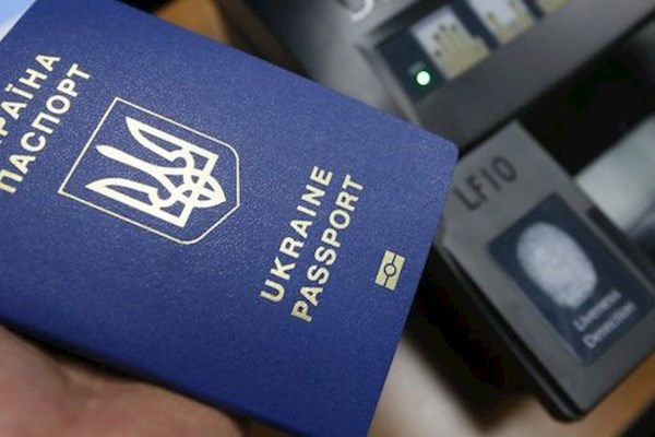 В ЕС оценили угрозу приостановления безвиза для Украины: чего ждать украинцам