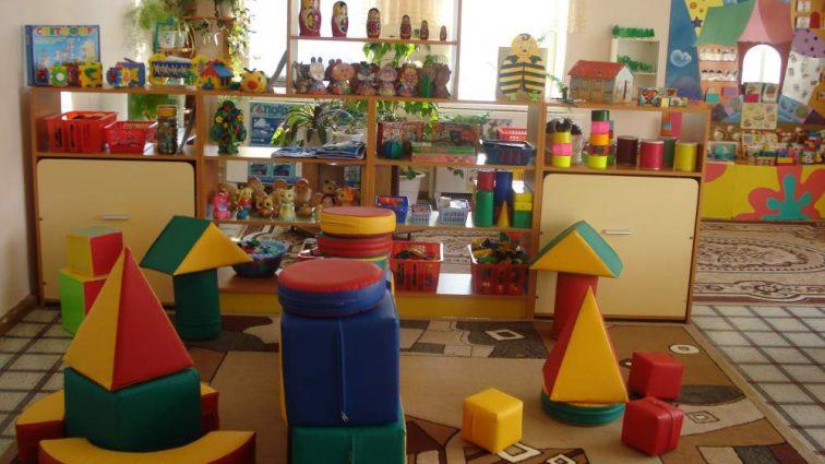 «Для уголка настроения»: В одном из украинских детских садов вспыхнул скандал из-за обнаженных фото детей