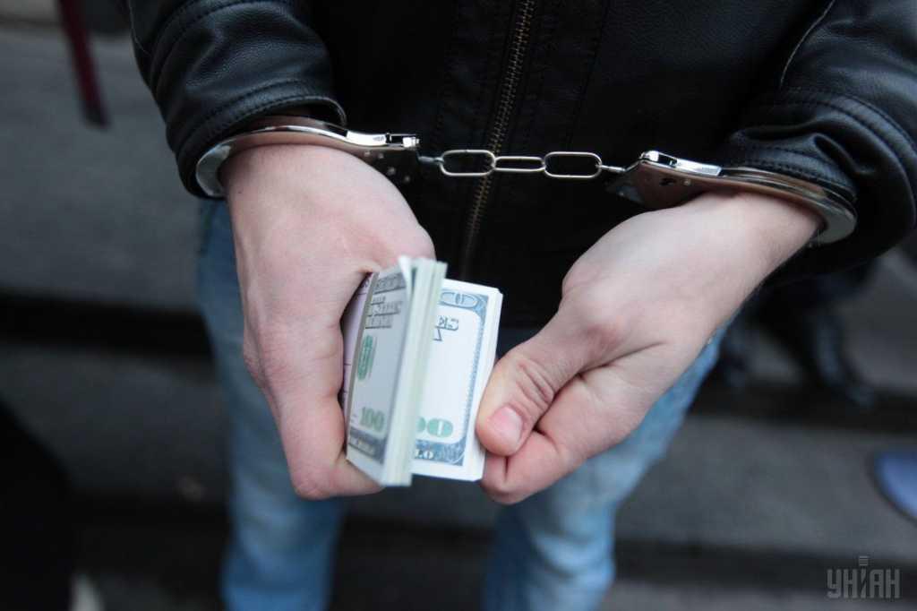 Требовал у двух моряков 8 тысяч долларов: В Одессе задержан директор крюингового агентства