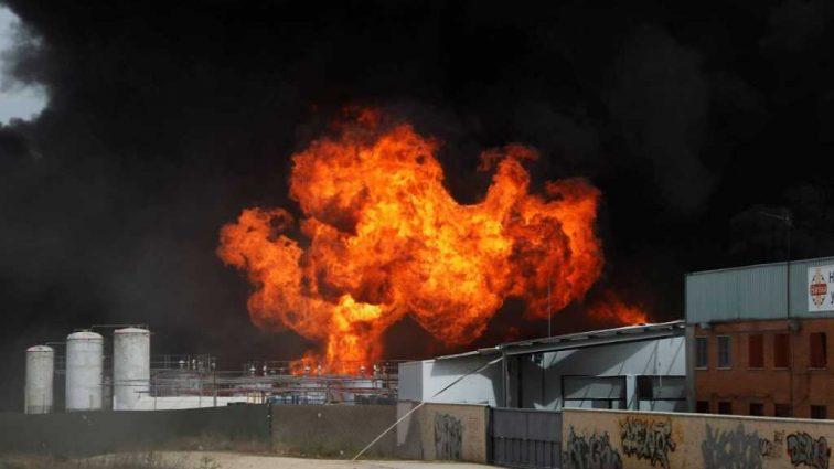 По меньшей мере 20 человек погибли, около 30 получили ранения: Мощный взрыв потряс страну