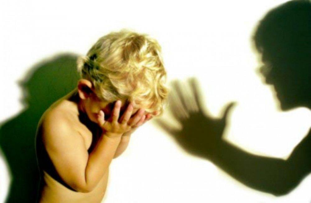 Согнала злость на ребенке: В Киевской области мать избила свою 9-месячную дочь