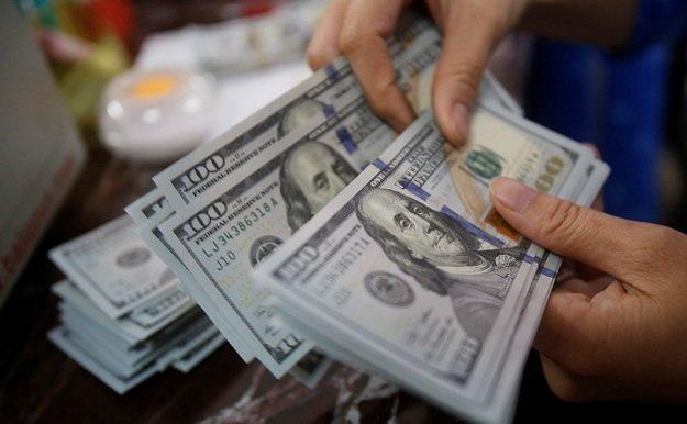 «Накануне больших праздников и…»: Доллар и евро снова подорожали