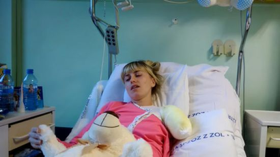 «Они хотели разрезать машину болгаркой, но владелец…»: В Польше украинка потеряла руку, работая в прачечной