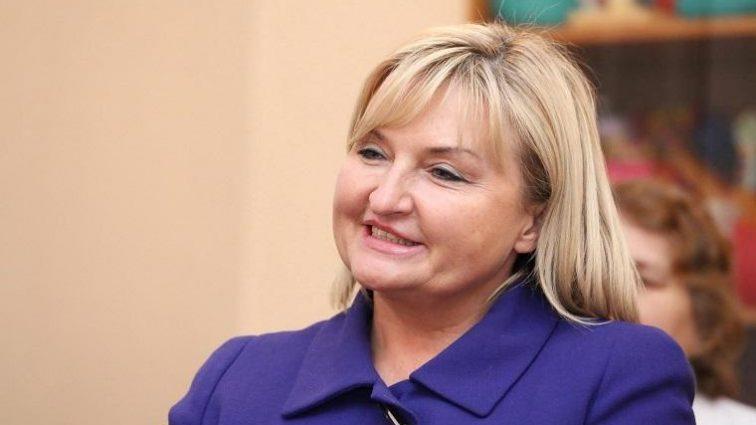 «Швачка – жона Генпрокурора»: Стихотворение об «отверженной» Ирине Луценко подорвало Сеть