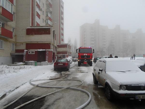 В Киеве произошел масштабный пожар в многоэтажке, есть погибший