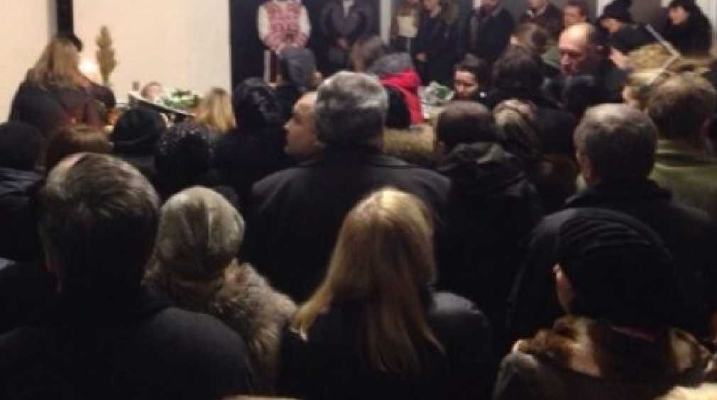 «Захотели проститься…»: Сотни франковчан пришли на похороны с трагически погибшей семьей Гордиенко
