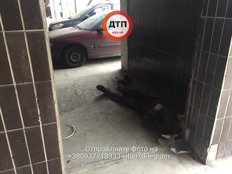 «Труп сперли к стенке»: В Киеве больница скорой помощи отказалась принять избитого мужчину