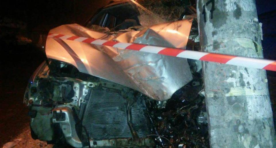 Водитель умер: Авто влетело в опору линии электропередач