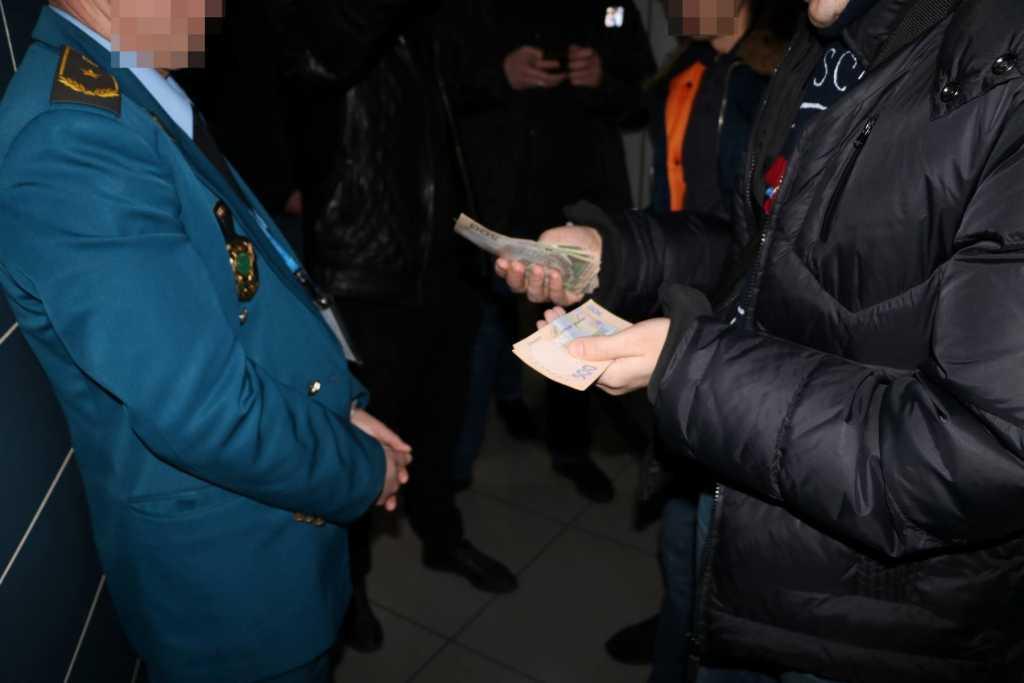 «Более 100 тысяч гривен …» — На взятке задержан работник Харьковской таможни