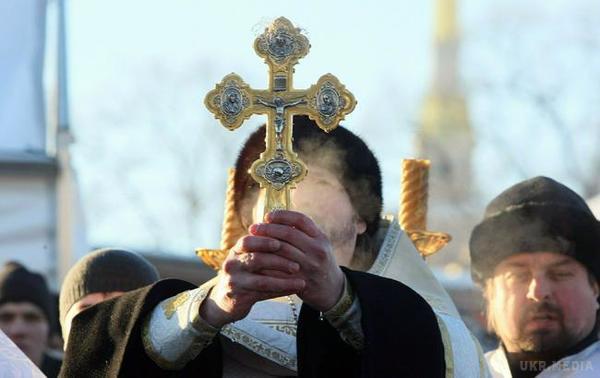 «Был бы рад и сам лечь в могилу»: Священник, который отказался отпевать ребенка в Запорожье сделал неожиданное заявление