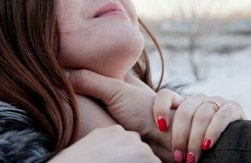 Молодую девушку изнасиловали во время празднования Нового года