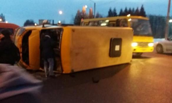Кто-то ехал на работу, кто-то с работы: Из-за пьяного водителя, перевернулась маршрутка с пассажирами, есть пострадавшие