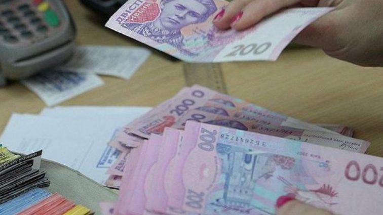 Ограничение начисления премий: Кому из украинцев уменьшат выплаты
