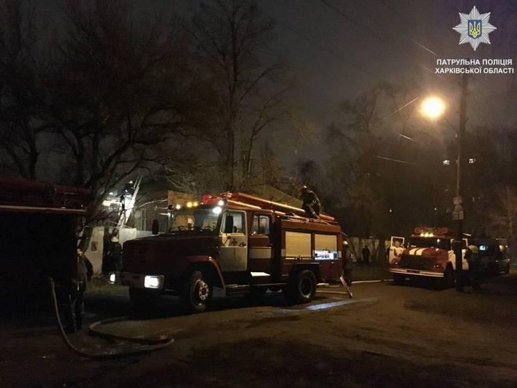 Патрульные спасли пожилую женщину из горящего дома