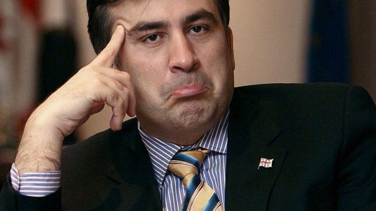 «Это что-то с чем-то»: Саакашвили ошеломил новой выходкой, полежав как распластанная звезда на берегу