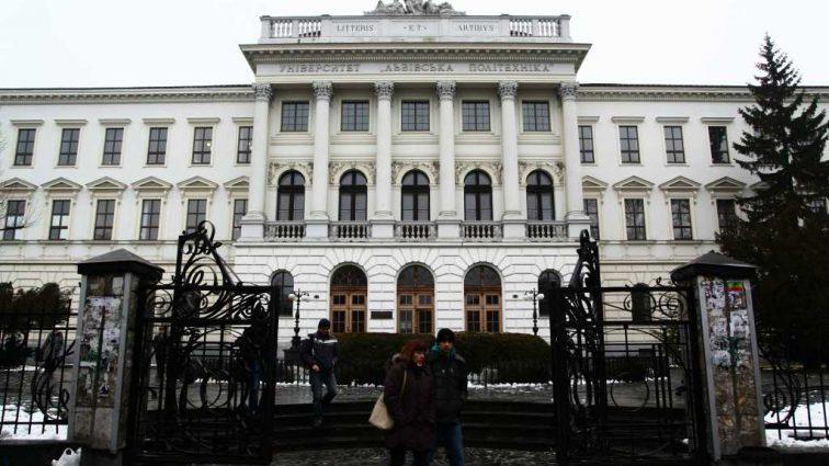 «Попался на горячем»: Во Львове на взятке задержали преподавателя «Политехники»