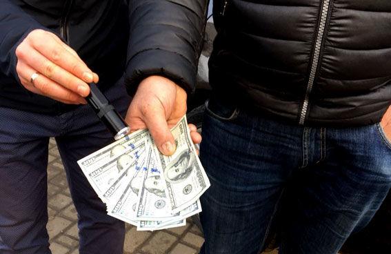 «Требовал 2000 тысячи долларов в жены за…»: На Волыни задержали прокурора