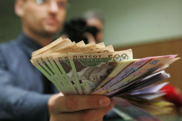 «Увеличили оклад на…»: Стало известно для кого из украинцев выросли заработные платы