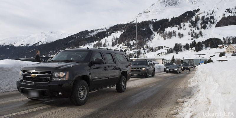 «Водитель наоборот прибавил скорость»: В Давосе автомобиль из кортежа президента сбил полицейского