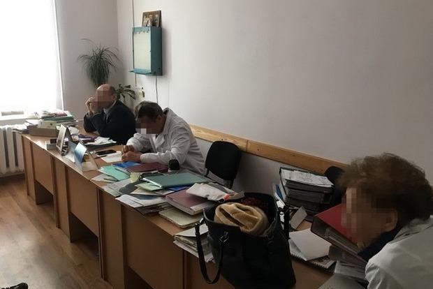 «Требовали от местного жителя 50 тыс. грн»: Врачи требовали взятку за назначение инвалидности во Львове