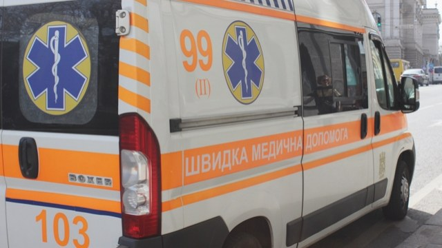 «Умер на месте»: В центре Львова мужчина выпал из окна, что же случилось?