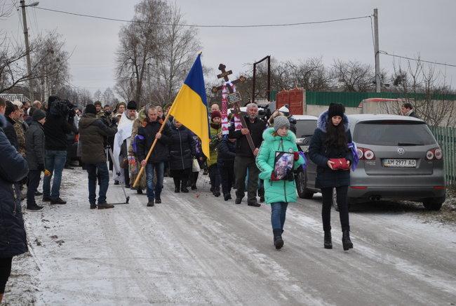 Два года возила цветы на чужую могилу и только сейчас похоронила останки: История жены героя АТО, которая поразила всю Украину