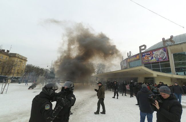 «Через несколько минут после начала …»: Акция протеста во Львове переросла в столкновения с правоохранителями