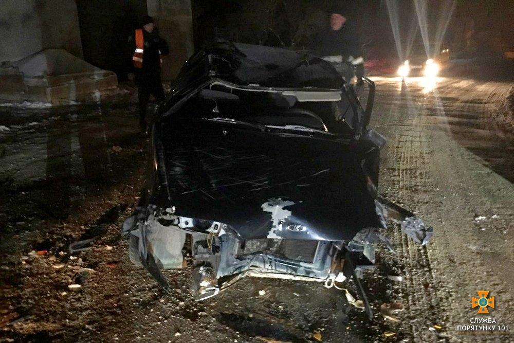 Молодого водителя вырезали из салона: Ужасное ДТП, перевернулся автомобиль