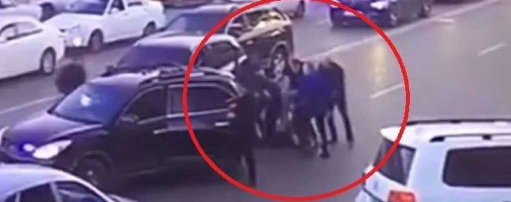 В столице неизвестные со стрельбой похитили бизнесмена. Объявлен план «Перехват»
