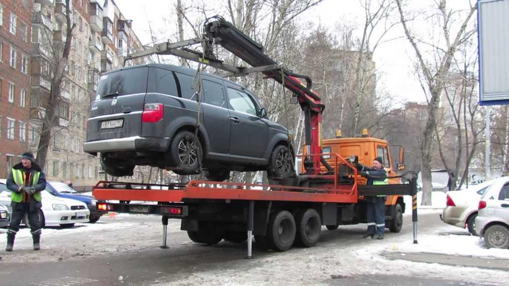 Новый закон о парковке: За что будут эвакуировать автомобили и какие штрафы придется платить