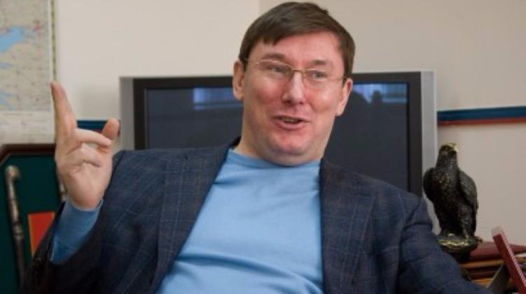 Появилось видео зажигательных танцев генпрокурора Луценко. Вы никогда не догадаетесь с кем он танцует