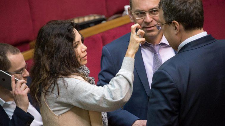 «Женщинам мужчины…»: Виктория Сюмар рассказала о разводе с мужем, а также пожаловалась, что не имеет роскошной одежды