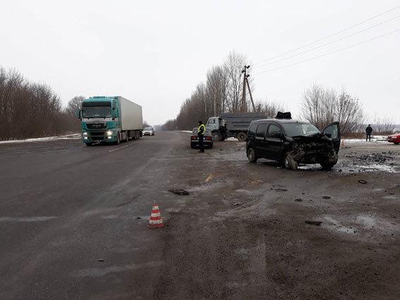 В масштабном ДТП: На Винничине ранены пять человек один человек умер (ФОТО)