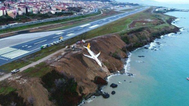 «За кадром слышно детские крики»: Появилось видео из самолета, который падал в море