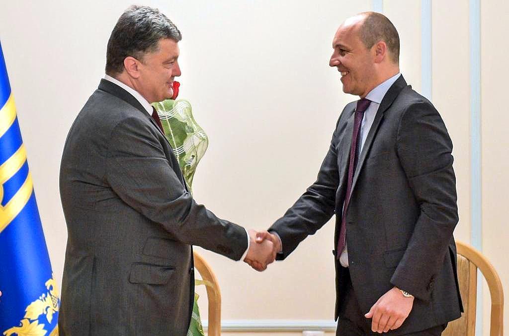«Порошенко — на Мальдивах, а Парубий…»: Стало известно, где проводят каникулы украинские политики