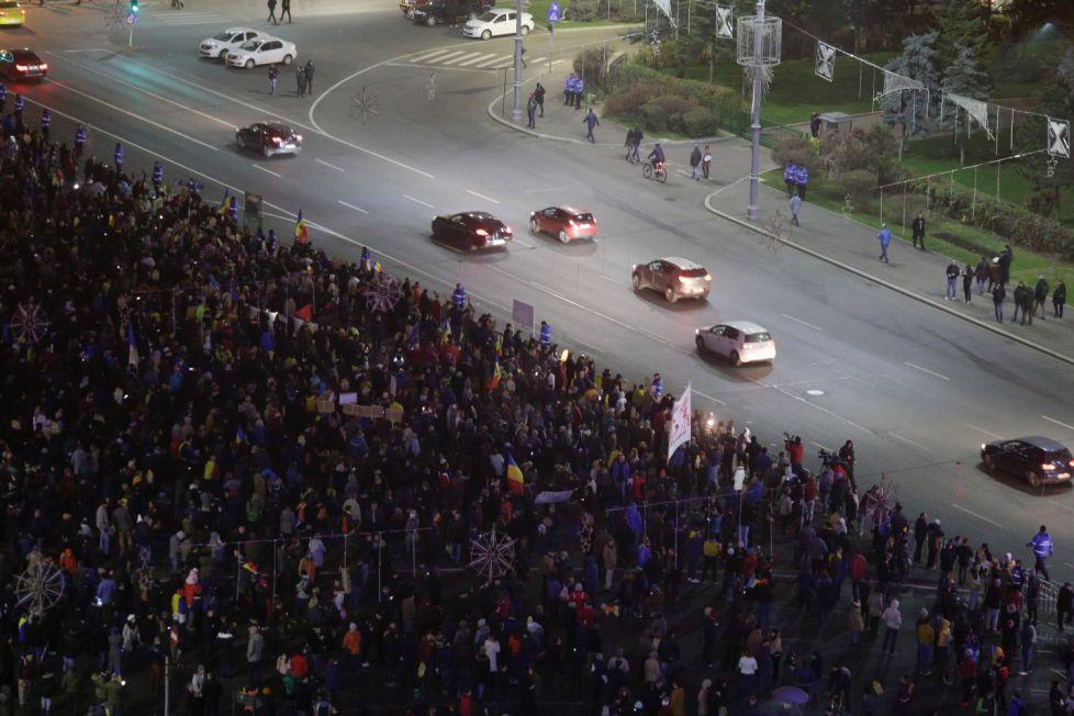 На Львовщине проходят массовые протесты, митингующие уже перекрыли две дороги