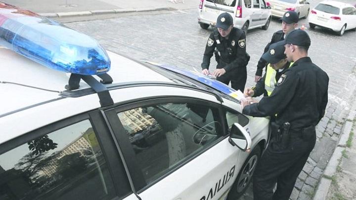 Пока полицейские составляли на него протокол: В Кривом Роге водитель повесился на ремне безопасности