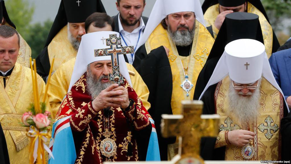 Война конфессий? Священник УПЦ МП заставил откопать покойника и перезахоронить