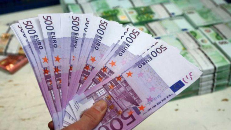 300 тыс. евро за ночь: Девушка продает свою девственность на аукционе, а все из-за …