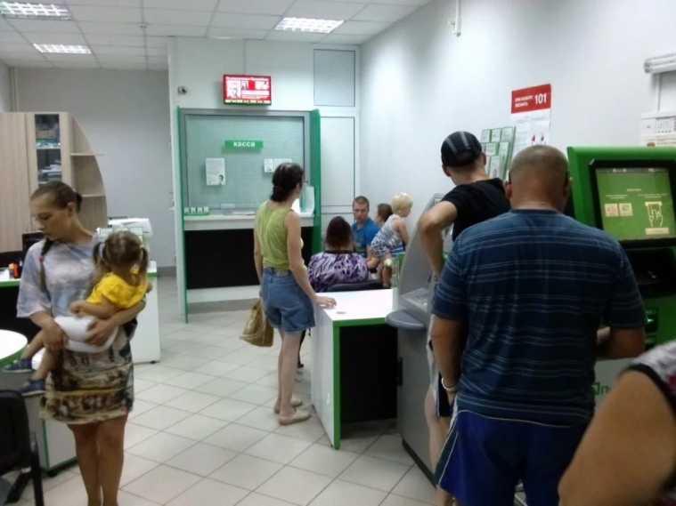 Праздничный график: Когда украинцы смогут воспользоваться услугами банков