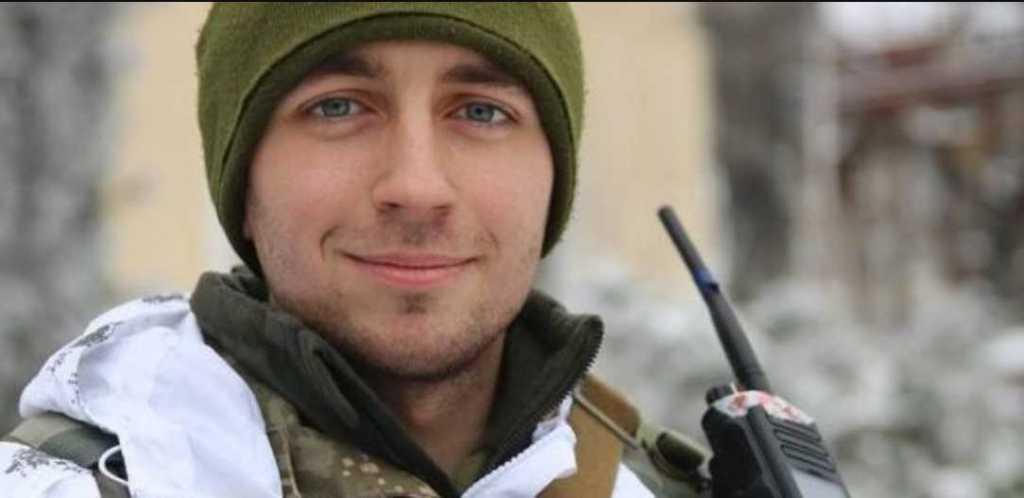 «Парни не сдерживают слез .. А маленький сын ходит по кладбищу и …»: Годовщина гибели украинского героя Андрея Кызыла