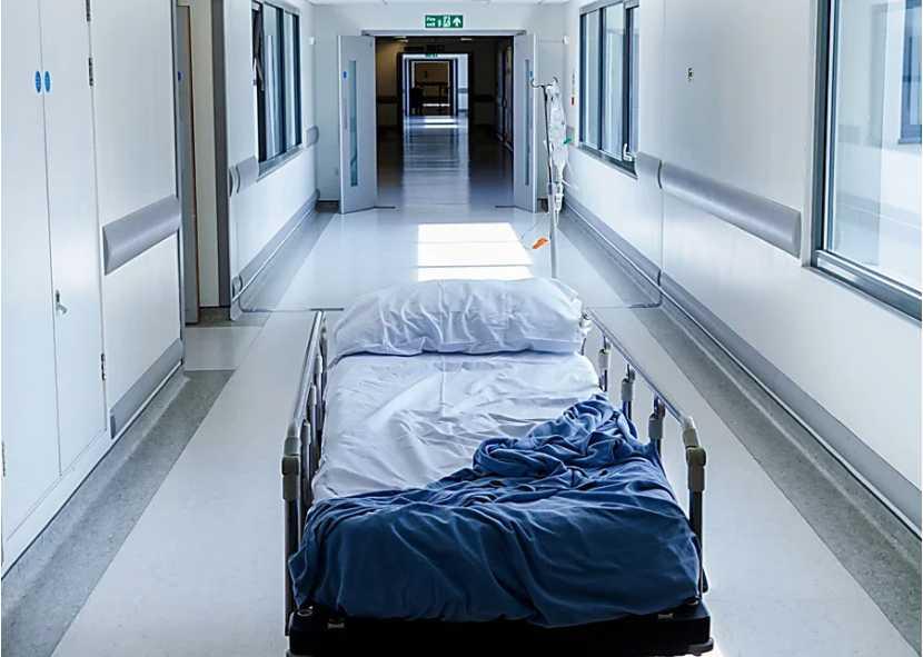 «Сейчас его мертвое тело …»: мужчина скончался на пороге больницы так и не дождавшись помощи