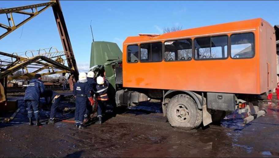Смертельная трагедия на Прикарпатье: Огромный кран упал на машину с людьми