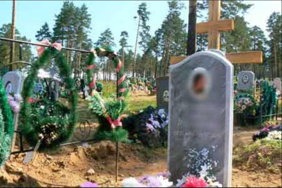 «Она совершила самоубийство»: Отец пригласил на похороны обидчиков погибшей дочери
