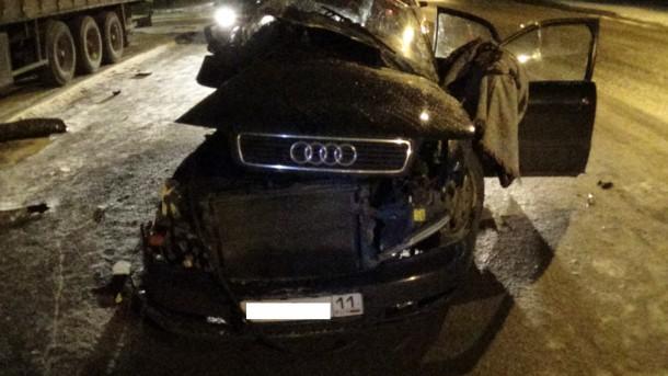 Дети погибли на месте: черный Audi врезался в остановку и сбил трех подростков