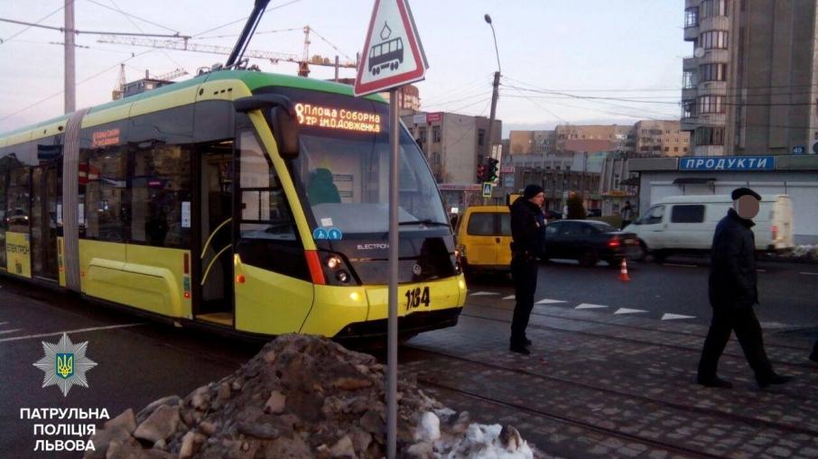 «ДТП произошло по вине водителя»: Во Львове трамвай попал в жуткую аварию