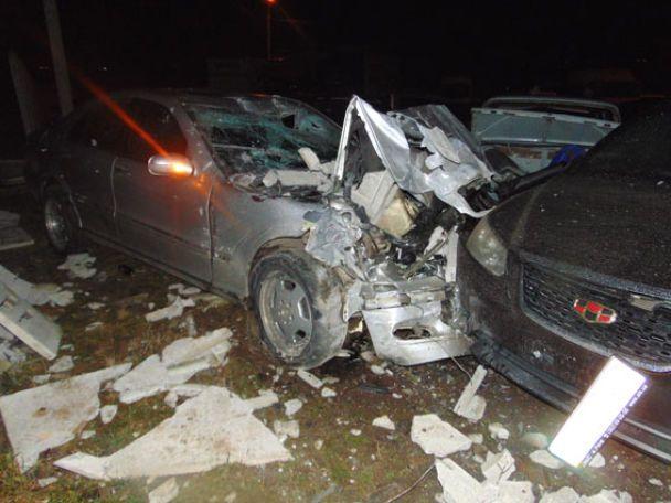 В Кропивницкому произошло ужасное ДТП, автомобиль протаранил ограждение