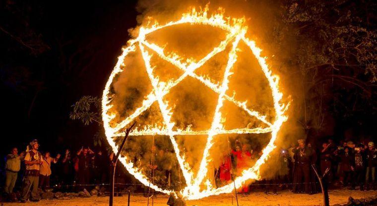 «Похитили труп младенца с кладбища»: Сатанисты устроили страшный ритуал на Рождество