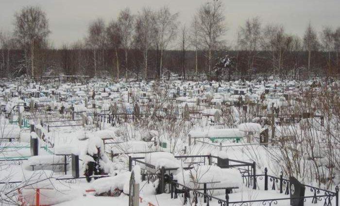 На кладбище возле Одессы вандалы нагло надругались над могилами